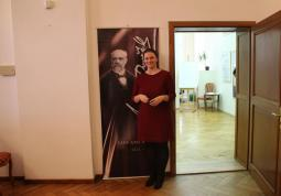 2016 – Petra Rašková in front of the exhibition on Antonín Dvořák